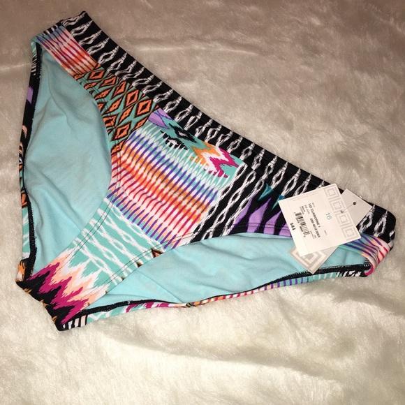 4c3fd41b5cb NWT Liz Claiborne geometric pattern swim bottom
